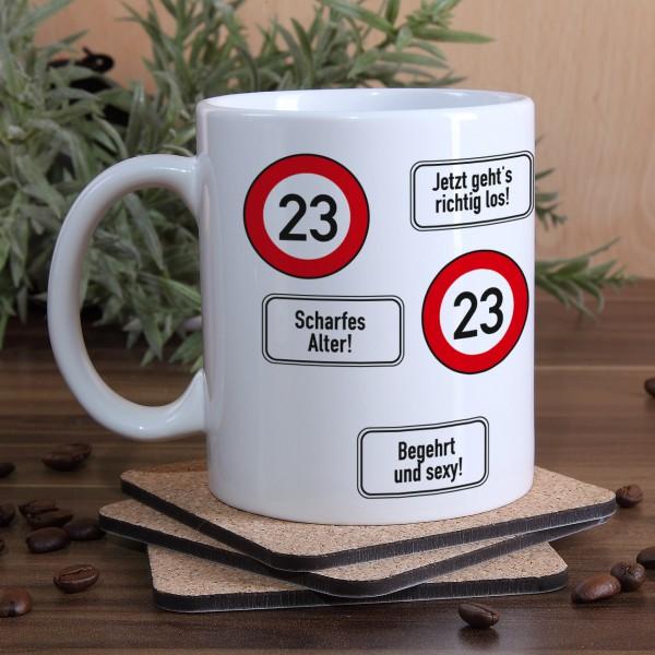 große Kaffeetasse zum 23. Geburtstag mit Verkehrszeichen 23
