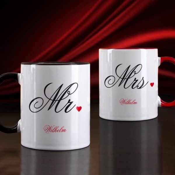 Paartassen für Mr und Mrs mit Familienname und Herz