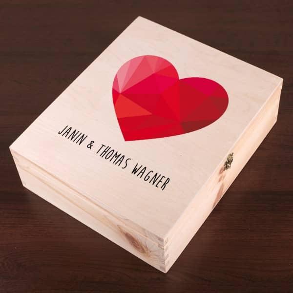Holzbox mit Herz und Namen  Geschenkverpackung zur Hochzeit