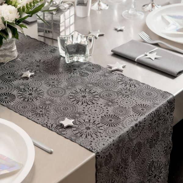 Tischläufer in grau mit Feuerwerk Muster