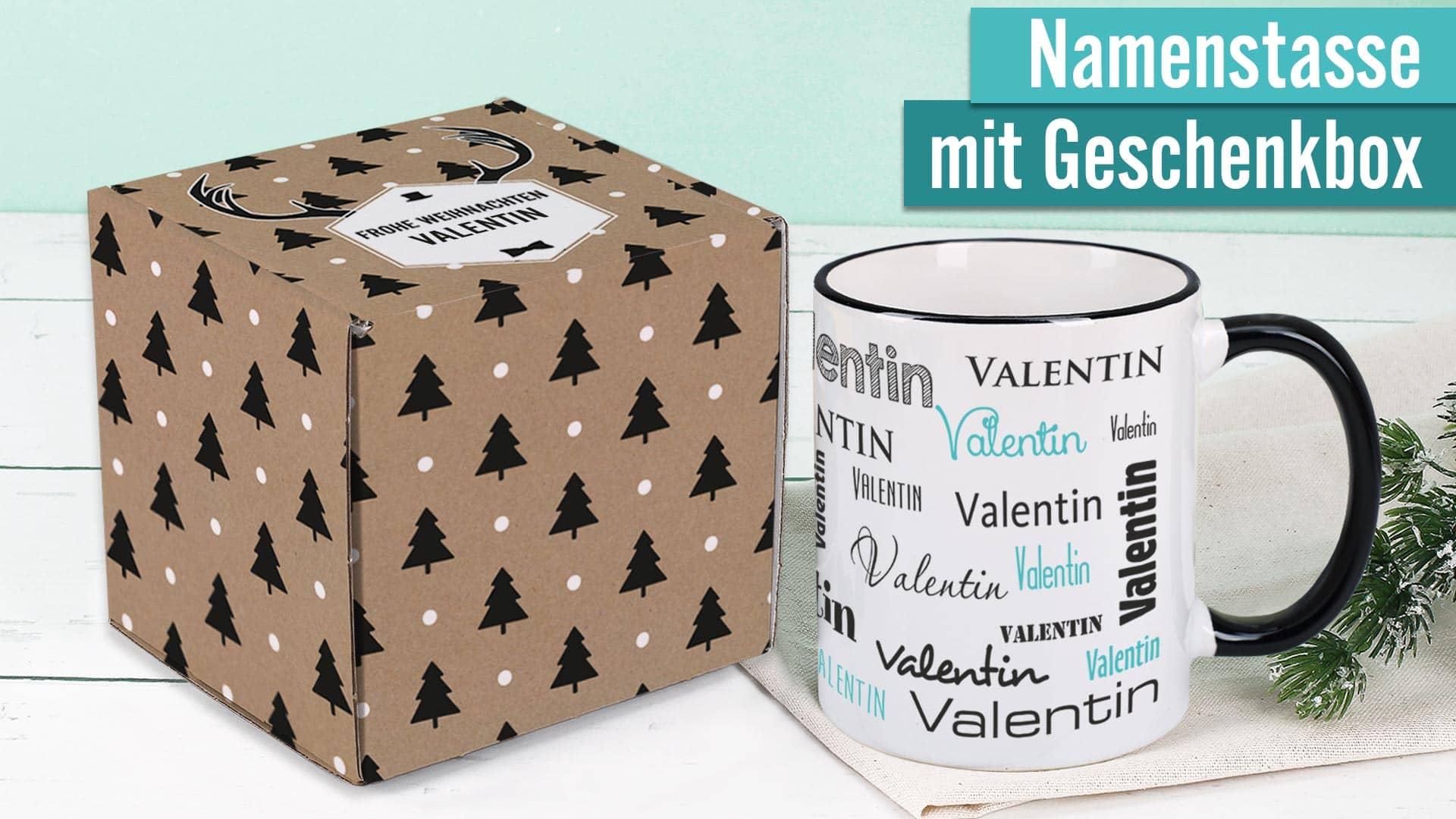 Namenstasse mit weihnachtlicher Geschenkverpackung