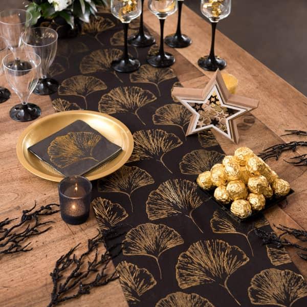 Tischläufer in schwarz und goldenen Blättern