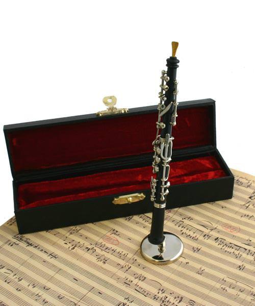 Kleine Oboe mit Ständer und Koffer