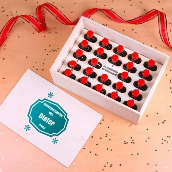 Adventskalender mit 24 Schnäpsen in einer persönlicher Holzbox