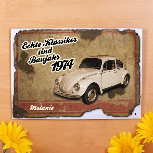 Bedrucktes Blechschild mit Autoklassiker, Jahr und Vorname