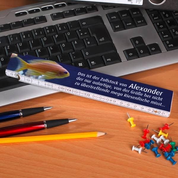 Zollstock mit Anglermotiv und Wunschnamen bedruckt