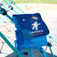Kinder-Rucksack im Weltraum Design mit Name des Kindes und Name der Kita-Gruppe