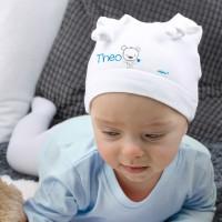 Weiße Babymütze für Jungs mit Namensaufdruck