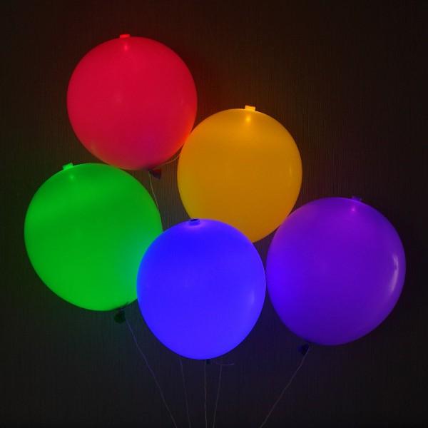 leuchtende luftballons. Black Bedroom Furniture Sets. Home Design Ideas