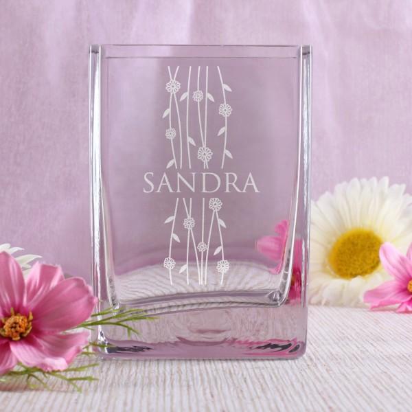 Blumenvase mit einem Frühlingsmotiv und Namen