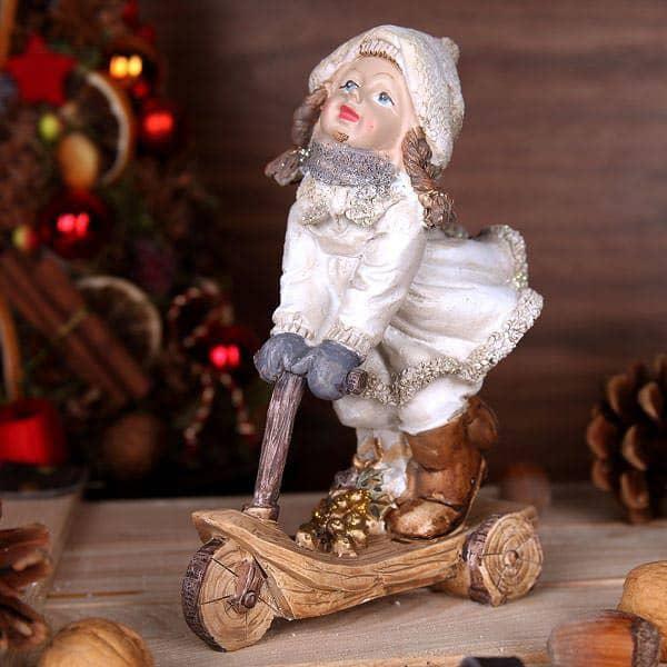 Figur - Wintermädchen auf Roller