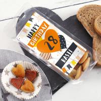 Salami mit Crackern als herzhaftes Geburtstagsgeschenk