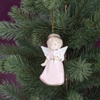 Porzellan - Engel mit Blumen zum Anhängen pink