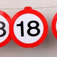 Deko Girlande - Verkehrszeichen 18