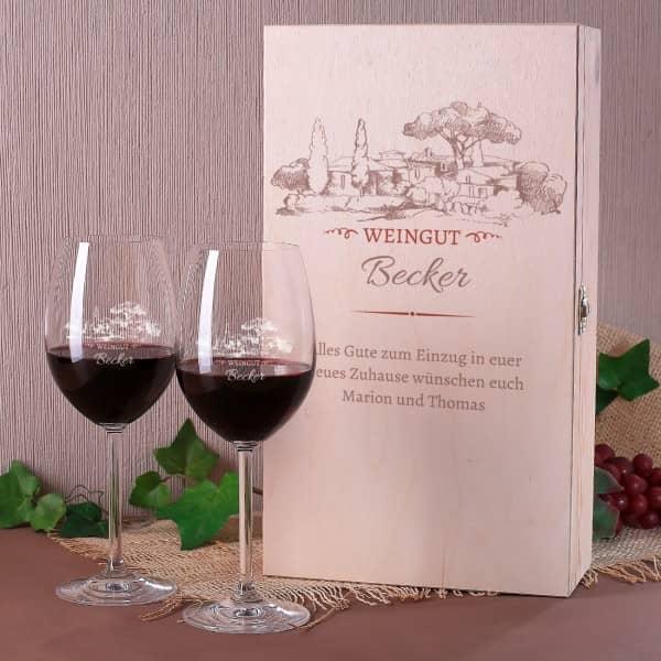 Persönliches Weingut Geschenkset mit zwei Gläsern und Holzbox