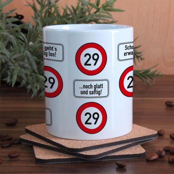große Kaffeetasse zum 29. Geburtstag mit Verkehrszeichen 29
