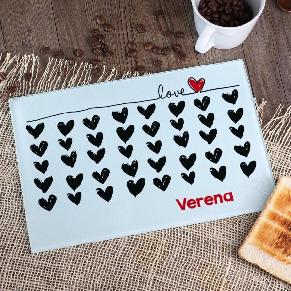 Frühstücksbrett Love mit Namen und Herzen zum Valentinstag
