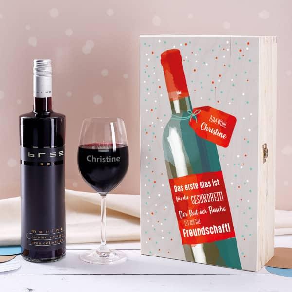 Weinset - Auf die Freundschaft mit graviertem Glas in edler Holzverpackung