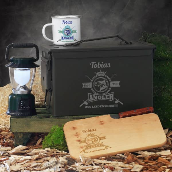 Ausgefallenspezielles - Geschenkset für Angler aus Leidenschaft in Munitionsbox mit Tasse, Messerbret... - Onlineshop Geschenke online.de