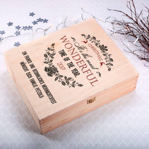 Holzkiste als Geschenkverpackung mit Weihnachtsmotiv