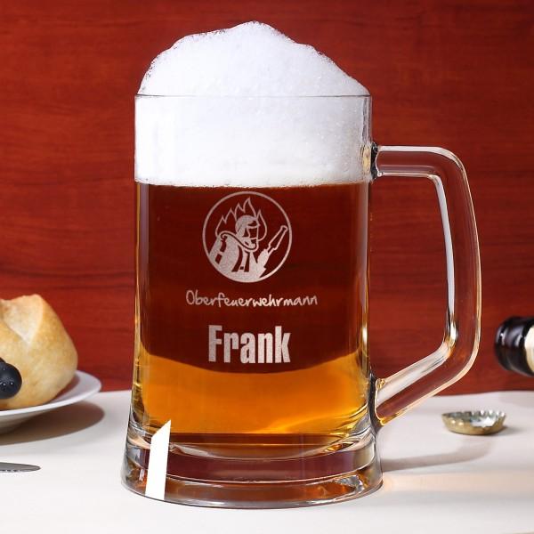 gravierter Bierkrug mit Name, Dienstgrad und Feuerwehrmotiv