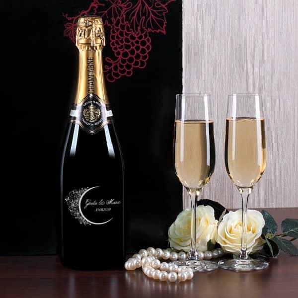 Champagnerset mit zwei Sektgläsern zur Hochzeit