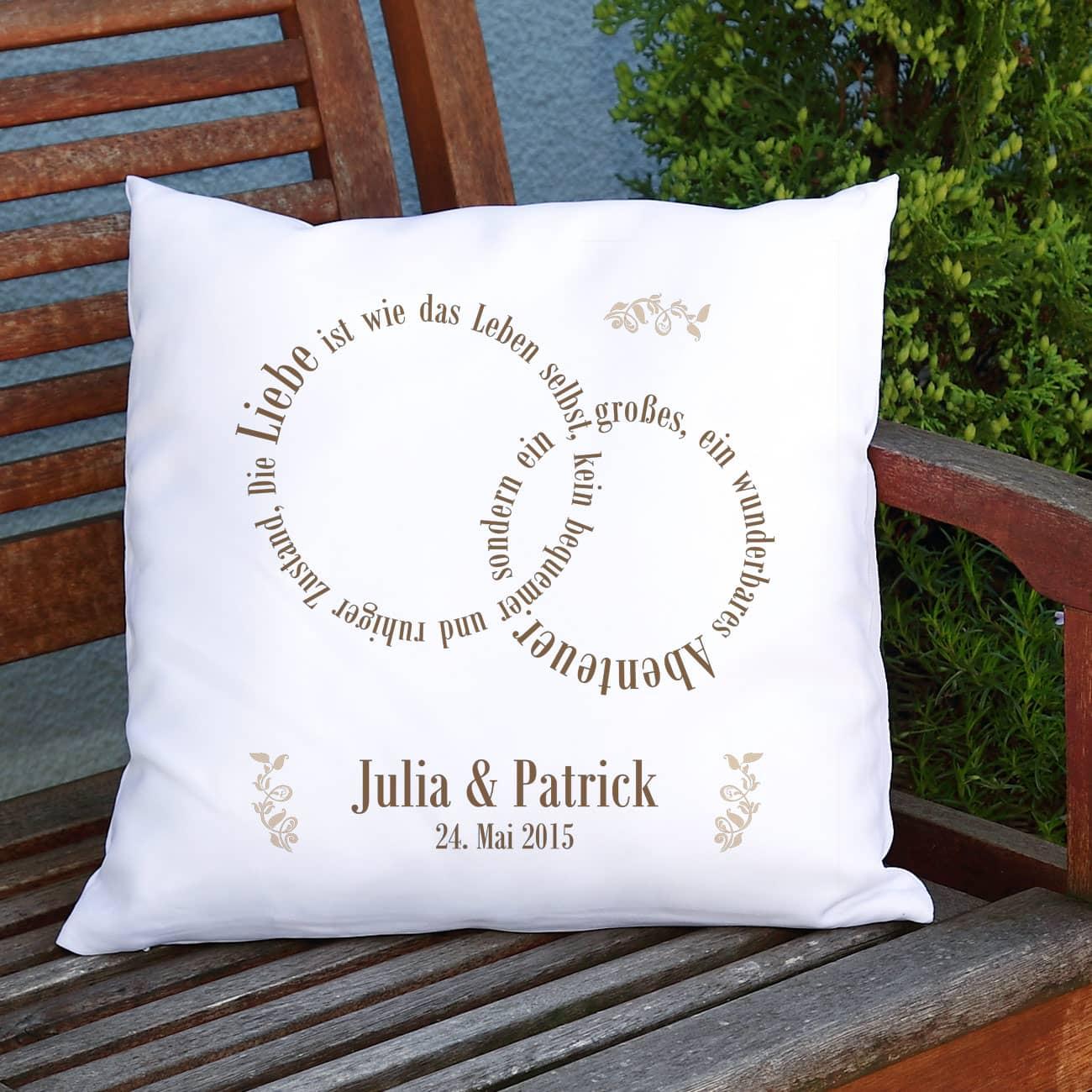 liebe ist kuschelkissen mit den namen des paares geschenke. Black Bedroom Furniture Sets. Home Design Ideas