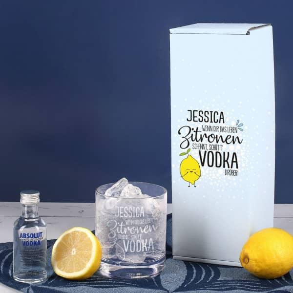 Vodka Lemon Geschenk-Set mit graviertem Glas und 1 kleine Flasche Absolut Vodka
