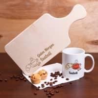 Frühstücksset mit Tasse und Brettchen um den Tag zu verschönern