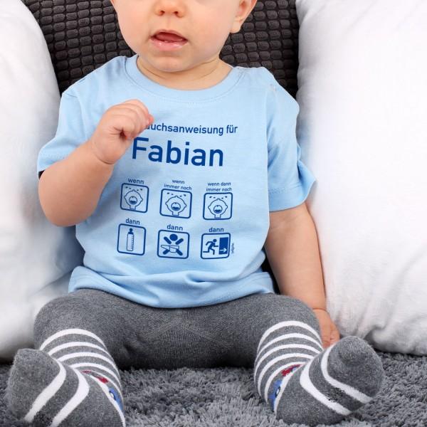 Blaues Shirt mit Baby Gebrauchsanweisung