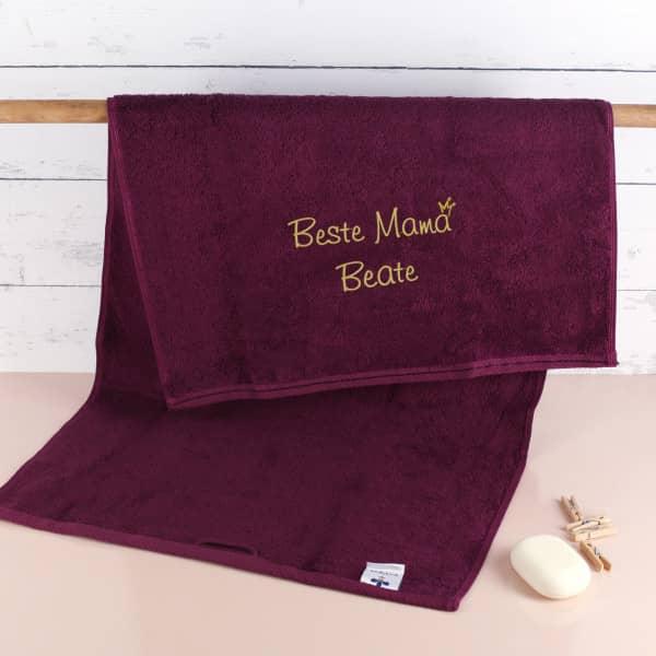 Beste Mama - brombeerfarbenes Handtuch mit Name bestickt