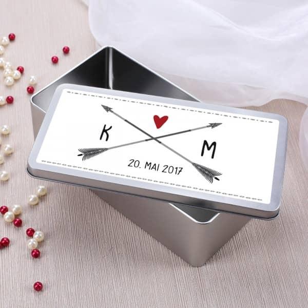 Geschenkdose zur Hochzeit mit Initialen und Datum
