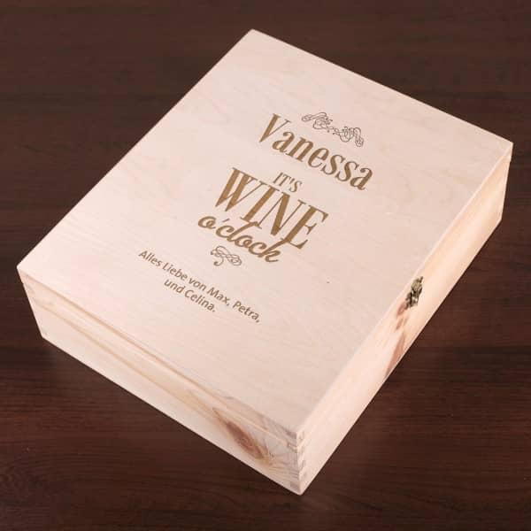 IT'S WINE o'clock - gravierte Geschenkbox aus Holz mit Name