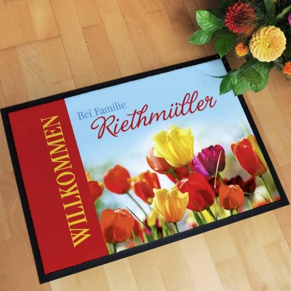Persönliche Frühlings-Fußmatte mit Tulpen