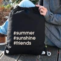 Cooler Baumwoll-Rucksack in Schwarz mit Ihren Hashtags