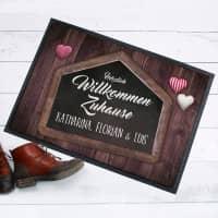 Herzlich Willkommen Zuhause - Fußmatte mit Wunschtext