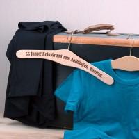 Personalisierter Kleiderbügel zum Geburtstag - kein Grund zum Aufhängen