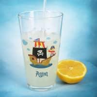 Trinkglas mit Piratenschiff und Name bedruckt