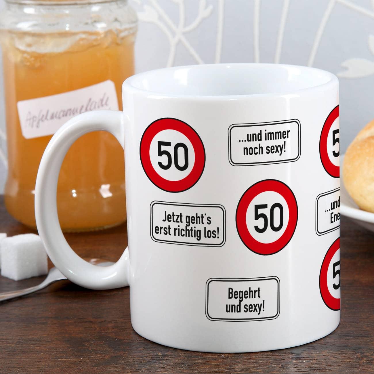 große Kaffeetasse zum 50. Geburtstag mit Verkehrszeichen