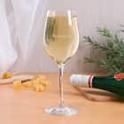 Schlichtes Weißweinglas von Leonardo mit Name graviert