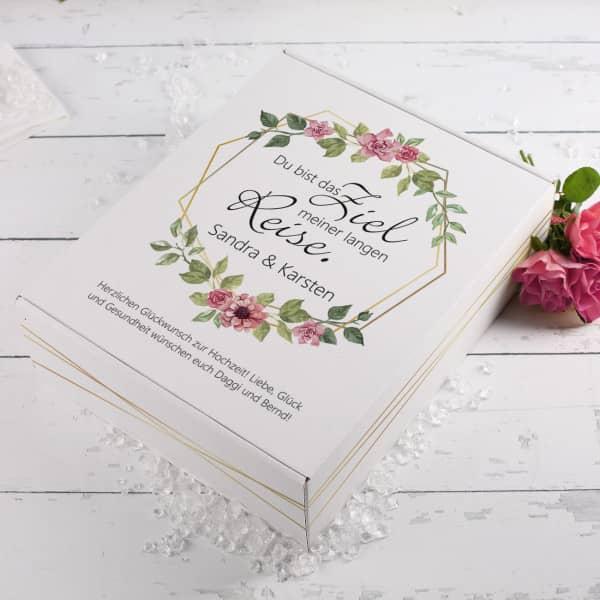 Pappbox als Geschekverpackung für Hochzeitsgeschenke