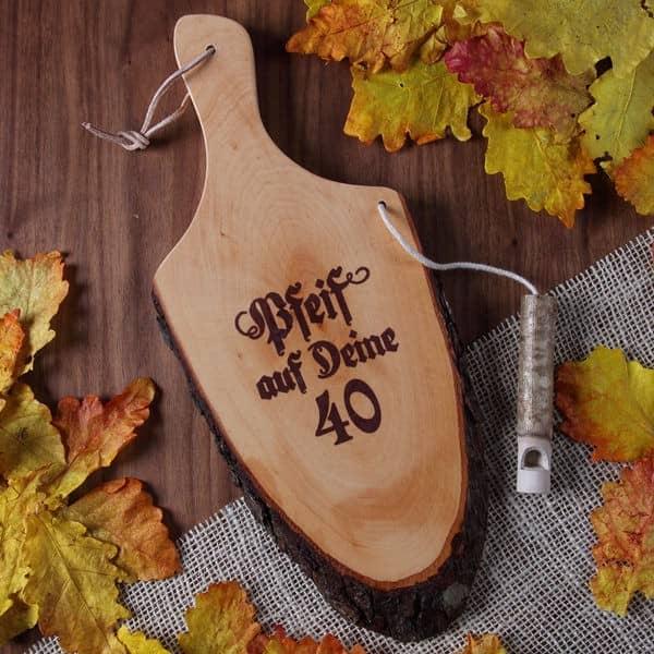 Griffrinde aus Holz zum 40. Geburtstag