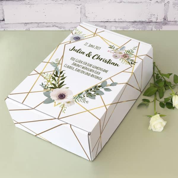 Edler Geschenkkarton zur Hochzeit mit Blüten und Wunschtext