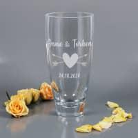Vase mit zwei Zeilen Wunschtext und Herz graviert