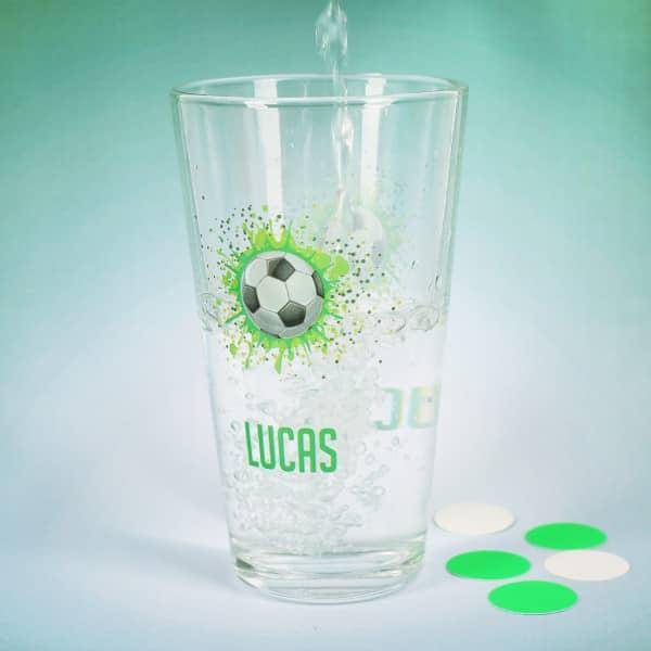 Trinkglas mit Fußballmotiv
