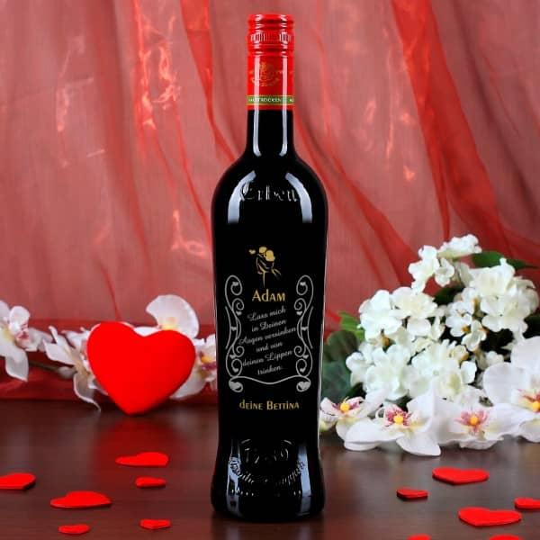 Weinflasche mit Gravur zum Valentinstag in gold und silber