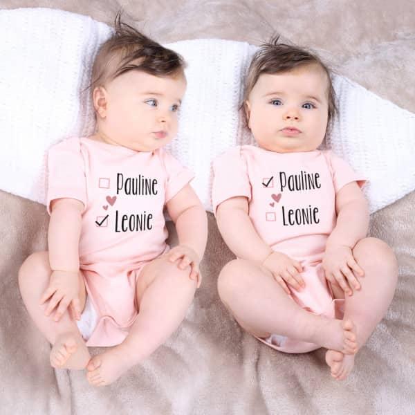 Süßes Bodyset für Zwillinge mit Namensaufdruck