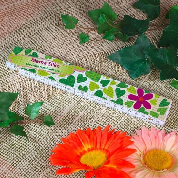 Zollstock mit Blumenherzen für Frauen