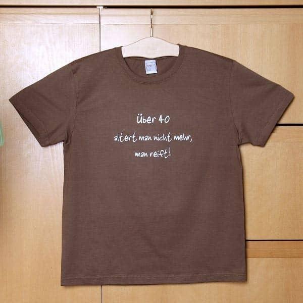 T-Shirt: Über 40 altert man nicht mehr, man reift! (braun)