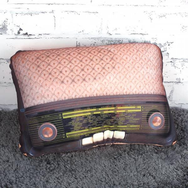 Retro-Radio-Kissen in Orange/Braun